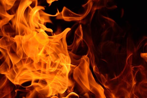 अमेरिका में आग की चपेट में आने से 2 की मौत