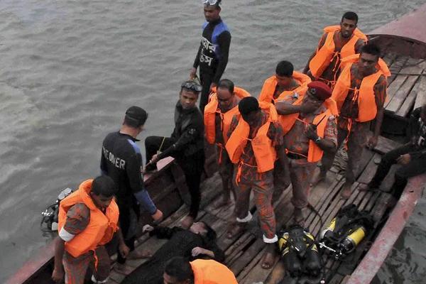 बांग्लादेश में नौका पलटी, 30 की मौत