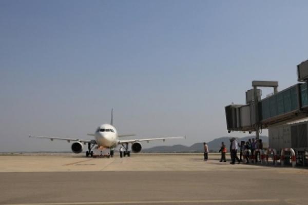 पाकिस्तान : संदिग्ध लाइसेंस के कारण 68 और पायलट निलंबित