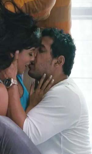 Chitrangada Singh Hot Kiss