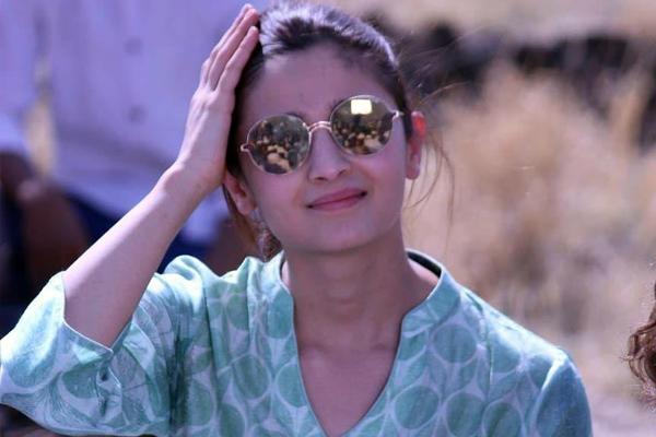 आलिया भट्ट निर्देशक साकेत चौधरी की फिल्म में आएंगी नजर