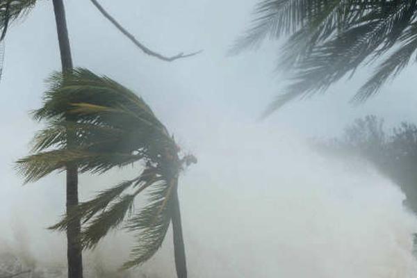 आंध्र तट पर चक्रवाती तूफान का खतरा, हाई-अलर्ट जारी
