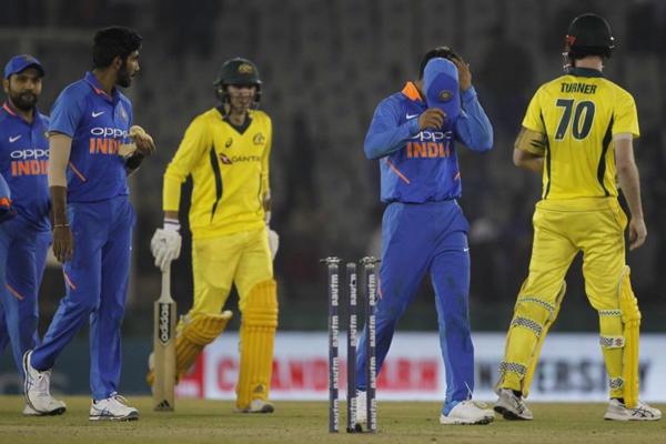 मोहाली वनडे : हैंड्सकोंब और टर्नर ने आस्ट्रेलिया को दिलाई बराबरी
