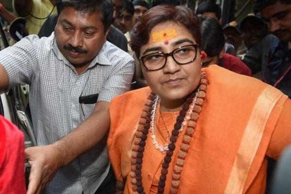 भोपाल : साध्वी प्रज्ञा ने मध्य प्रदेश के पूर्व CM दिग्विजय सिंह को आतंकी बताया