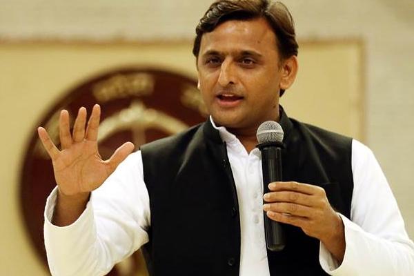 भाजपा राज में लोकतंत्र खतरे में : अखिलेश