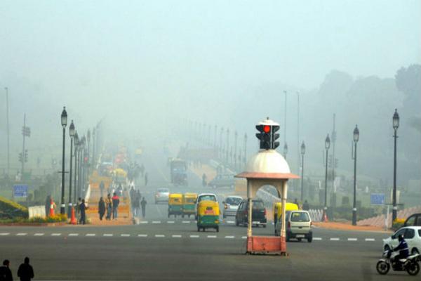 दिल्ली में कड़ाके की ठंड, वायु गुणवत्ता 'गंभीर'