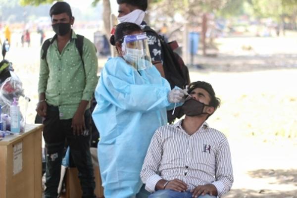 भारत में 24 घंटे में कोरोना मामलों ने बनाया नया रिकार्ड