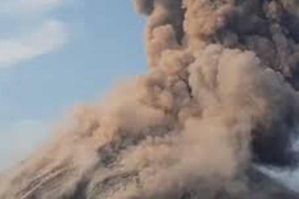 इंडोनेशिया : 'ज्वालामुखी सुनामी' से 62 मरे