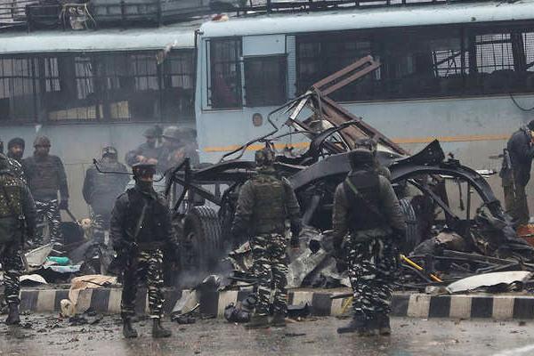 पुलवामा हमले में शहीद होने वालों की संख्या बढक़र 49 हुई