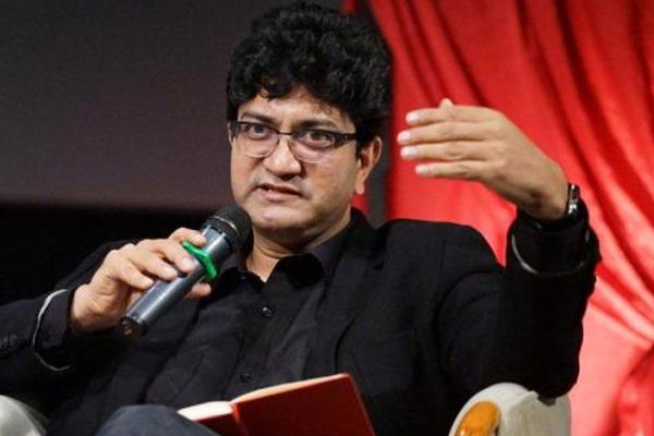 देशभक्ति को अपनी सुविधा न बनाएं : प्रसून जोशी
