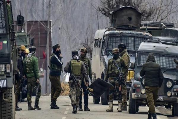 अनंतनाग में सुरक्षा बलों संग मुठभेड़ में हिजबुल के दो आतंकवादी ढेर