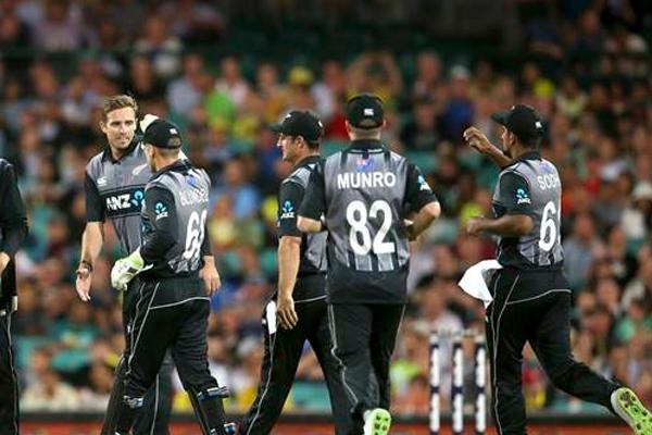 टी-20 त्रिकोणीय सीरीज : इंग्लैंड के हाथों हार के बावजूद फाइनल में न्यूजीलैंड