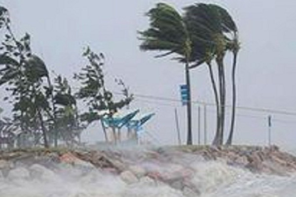 फानी : ओडिशा में तेज तूफान व भारी बारिश का कहर
