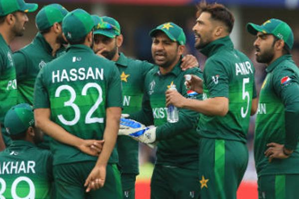 हार के बाद पाकिस्तानी प्रशंसकों ने अपने ही खिलाडिय़ों को कहे अपशब्द