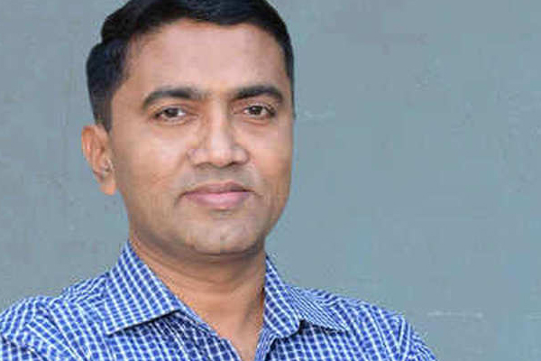 गोवा के मुख्यमंत्री ने नदी में कचरा डालने वाले की निंदा की