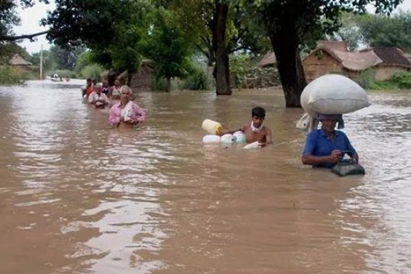 बिहार में बाढ का संकट गहराया, अब तक 102 लोगों की मौत