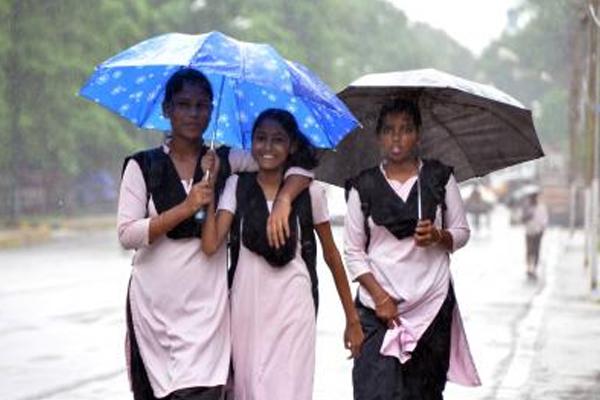 ओडिशा में भारी बारिश जारी, 12 जिलों में स्कूल बंद