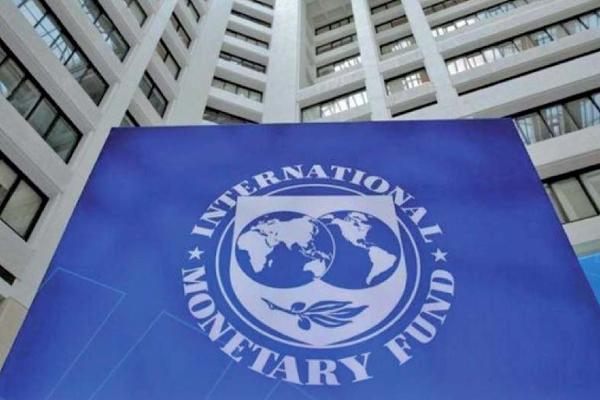 IMF ने पाकिस्तान से सरकारी कर्मचारियों का वेतन फ्रीज करने को कहा