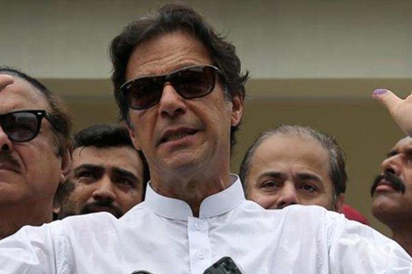 इमरान खान ने पाकिस्तान के 22वें प्रधानमंत्री के रूप में शपथ ली