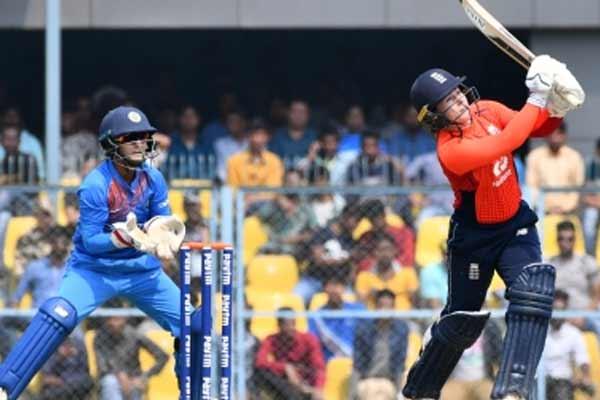महिला क्रिकेट : शीर्ष क्रम की विफलता के कारण इंग्लैंड से हारा भारत