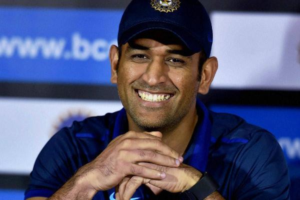 बलिदान चिन्ह मुद्दे पर धोनी के साथ हैं भारतीय खिलाड़ी