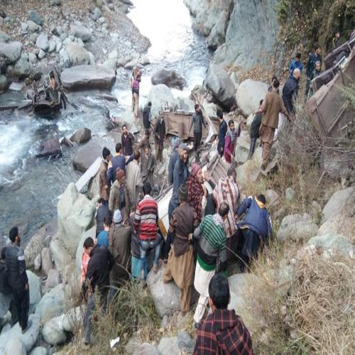कश्मीर में बस खाई में गिरी, 14 लोगों की मौत