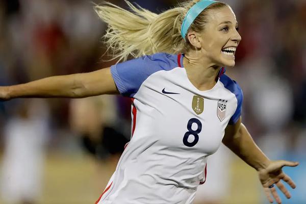 एट्र्ज चुनी गईं अमेरिका की साल की श्रेष्ठ महिला फुटबालर