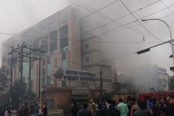 नोएडा के मेट्रो अस्पताल में आग, कोई हताहत नहीं