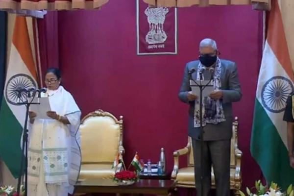 ममता बनर्जी ने तीसरी बार मुख्यमंत्री के तौर पर शपथ ली