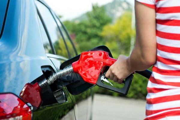चेन्नई में पेट्रोल की कीमत नई ऊंचाई पर