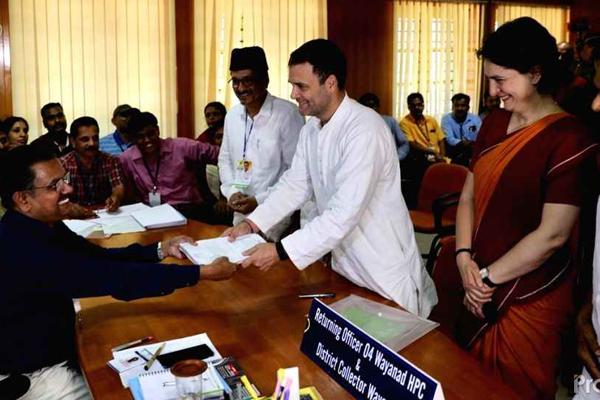 हजारों समर्थकों के बीच राहुल ने वायनाड से नामांकन भरा