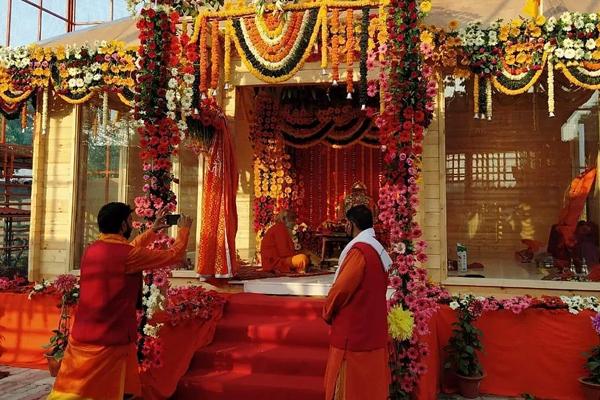 राम भक्तों से अयोध्या जाने के बजाय टीवी पर भूमि पूजन देखने की अपील