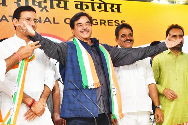 भाजपा के बागी सांसद शत्रुघ्न सिन्हा कांग्रेस में शामिल