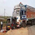गुजरात में कार-ट्रक में भिडंत, दो बच्चों समेत नौ की मौत