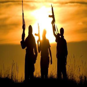 इराक : हवाई हमले, झड़प में आईएस के 10 आतंकवादी ढेर