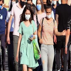 भारत में कोरोना के 44 हजार नए मामले, 512 मौतें