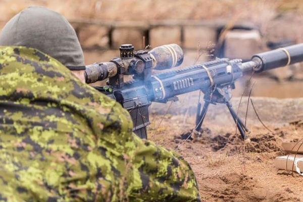 स्नाइपर ने 3.5 KM दूर से IS आतंकी के सिर में गोली मार बनाया वर्ल्ड रिकॉर्ड
