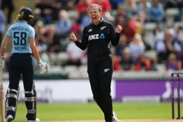 महिला क्रिकेट: ताहुहू की शानदार गेंदबाजी, न्यूजीलैंड ने इंग्लैंड को 3 विकेट से हराया