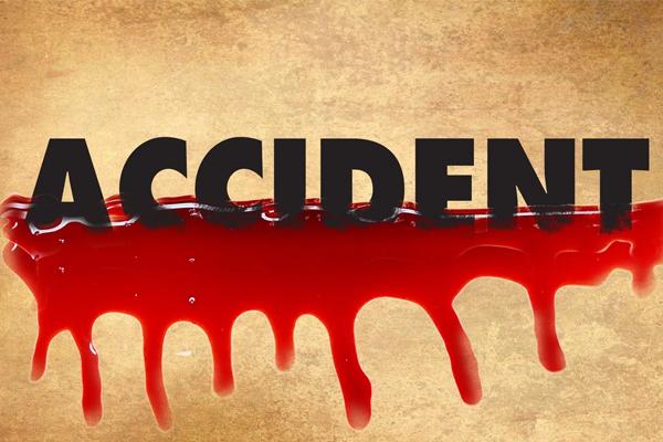 मप्र में मोटर साइकिल पर टैंकर पलटा, परिवार के 4 सदस्यों की मौत