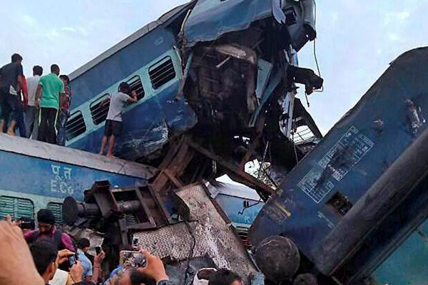 उप्र रेल हादसे में मरने वालों की संख्या 24 हुई, बचाव कार्य समाप्त