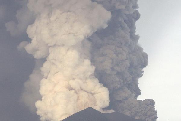 इंडोनेशिया में ज्वालामुखी भडक़ा