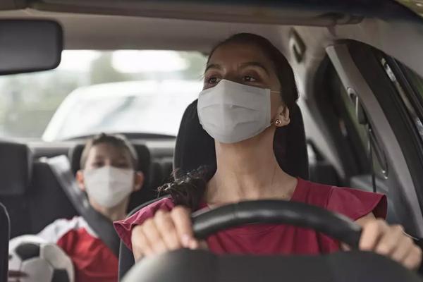 गाड़ी में अकेले हों, तब भी मास्क पहनना अनिवार्य: दिल्ली हाई कोर्ट