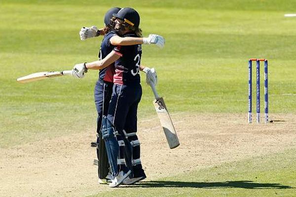 महिला क्रिकेट : भारत 1 रन से हारा, इंग्लैंड ने की 3-0 से क्लीन स्वीप