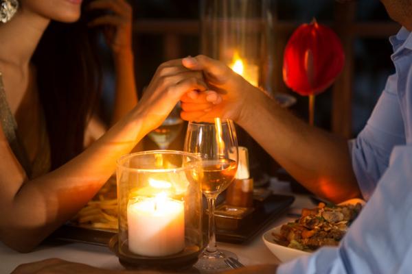 मुफ्त के खाने के लिए डेट पर जाती हैं 4 में से 1 महिला