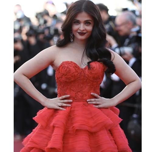 रेड कॉर्पेट पर ऐश्वर्या ने दिखाया Red Hot Look