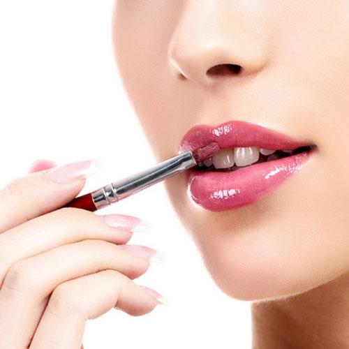 5 Tips:लिप्स पर lip gloss रहे 10 to 5