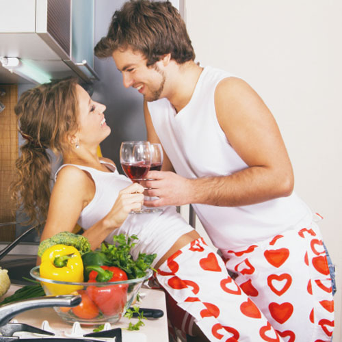 5  टिप्स-किचन में करें रोमांटिक पलों को गुलजार