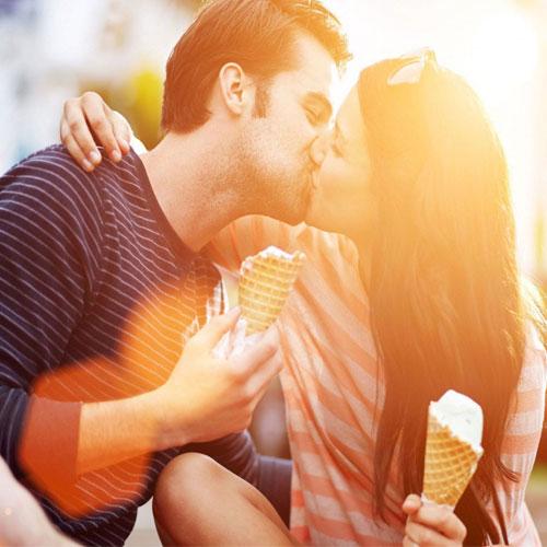 7 अनजानी बातें जानें Kiss के बारे में...