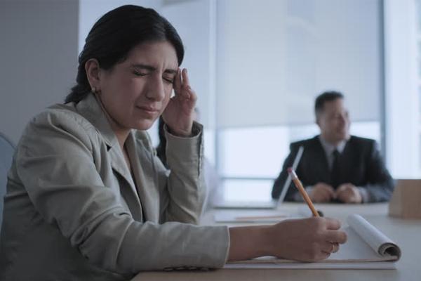 80 फीसदी कामकाजी लोग कार्यस्थल पर होते हैं बीमार