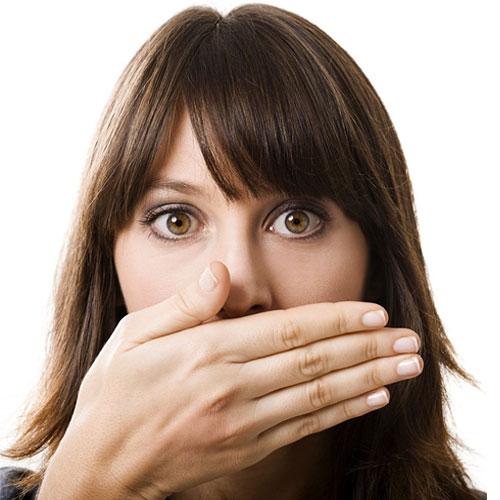 मुंह से बदबू दूर करने के 9 टिप्स